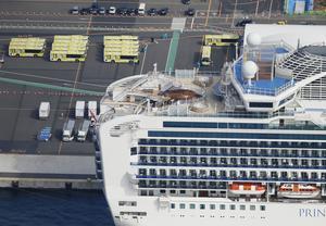 Bussar ska ta passagerare som testat negativt för coronaviruset från fartyget Diamond Princess i Yokohama i Japan.
