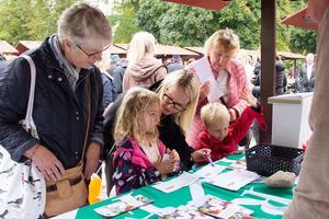 Arbogabon Gudrun Sandén och familjen Stalte från Täby, Emelie, Ankie och Jonathan funderade på barnfrågan tillsammans med mormor Gunta Larsson, också hon från Arboga.