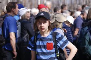 Sebastian Koski från klass 6 i Virsboskolan var en av de alla som följde med på kronprinsessans landskapsvandring.