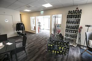 I receptionen kan man hyra all utrustning om man inte har med sig egna skidor och skor.