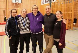 Barngympaledarna Karin Pettersson Wennberg, Lisa Skoglund, Ninnie och Andreas Isgren, Jenny Olknuts hoppas att fler vuxna anmäler sig som ledare till nästa år.