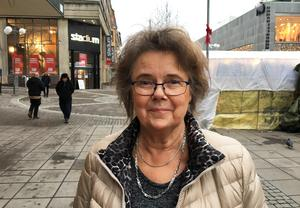 """Marianne Westerberg, Enhörna: """"Nej, jag önskar mig inget, jag har allt. Men en vit jul är väl aldrig fel""""."""