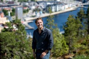 Markus Näslund med sitt Örnsköldsvik i kulisserna.
