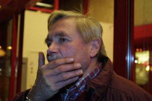 Han Wiklund arbetar på Sundsvalls kommun och bor i Häljum.– Man kan undra vad de håller på med. Det är klart att våra närpoliser ska vara stationerade på de orter de är nu.