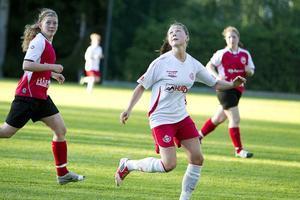 Fanny Andersson gjorde fyra av målen när Hög slog Järvsö med 9–1.
