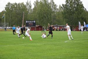 Trots att spelarna numera är veteraner var det bra underhållning i fotbollen som bjöds på Ornäs IP.