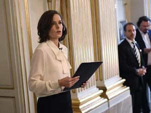 Svenska Akademiens dåvarande ständiga sekreterare Sara Danius tillkännager att Bob Dylan tilldelas 2016 år Nobelpris i litteratur. Foto Jonas Ekströmer / TT