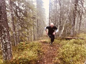 Segraren, brandmannen Henrik Johnsson, klättrade starkt upp mot målet på Rostberget – 516 meter över havet.