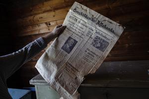 I huset har de bland annat hittat gamla nummer av Örnsköldsviks Allehanda som kom ut under andra världskriget.