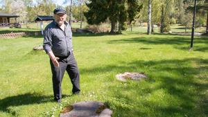 Precis här vill Roland Karlsson på Lilla Sandviken bygga ett reningsverk – för en bråkdel av den kostnad Köpings kommun vill tvinga honom att lägga på en VA-anslutning.