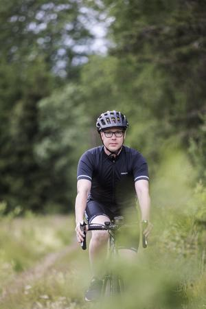 Viktor Johansson höll på att få en chock när Trafikverket svarade att han kunde cykla på E18 mellan Vreta och Aspnäs.