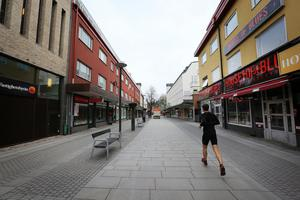 Vill inte se parkerade bilar längs Borganäsvägen i Borlänge.