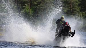 Alexander Woxlin var snabbast av hemmaförarna under Midsommaryrans watercrosstävlingar.