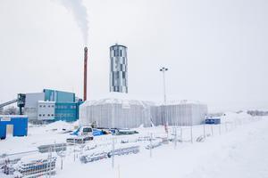 Det skandalomsusade huset på Östernäs har fått partiet Demokratisk rättvisa att ifrågasätta bolagets effektivitet.