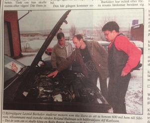 Leonid Barkalov i mitten tillsammans med svenske värden Roland Hultman till vänster och bilförsäljaren Alf Karlsson till höger. ST 20 november 1993.
