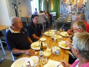 Pastalunch för Sven-Rogers med sina fans.