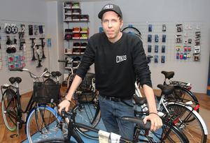 Nu har Philip Lundström öppnat Cyklis, en butik med verkstad. Tidigare var han butikschef på Cykelringen.