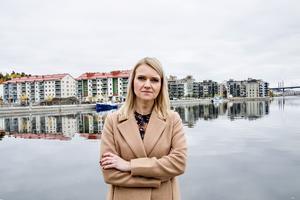 Alicja Kapica (M), Sundsvalls oppositionsråd, anser att S, V, C-majoriteten inte har gjort nog för att Sundsvall ska växa under Sveriges högkonjunktur.