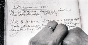 Här är beviset att Jane Horney var i länet 1942. I den här gästboken, från en fäbostuga i närheten av Funäsdalen, har hon skrivit tillsammans med sin make Herje Granberg, som var bror med