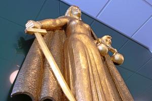 I domen framgår det varför Skaraborgs tingsrätt inte dömer 26-åringen för mord.