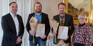 Jon-Erik Persson, ordförande i den regionala juryn, tillsammans med vinnarna Jon God, Patrik Lindström samt landshövdingen Berit Högman.