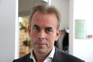 – Vi kan inte bara spara, vi måste satsa också, till exempel på att förbättra arbetsmiljön, säger regiondirektör Johan Färnstrand.