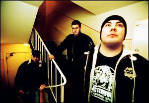 2004. Voice Of A Generation, Örebro, Daniel Gacic, Danne Wall och Kimmo Kirvesmäki.  Foto: Robert Johansson