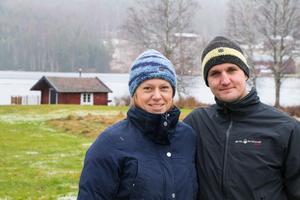 Isabelle Melander och Tomas Jäderblom har sju hus att sköta om på sim tomt utanför Ställdalen.