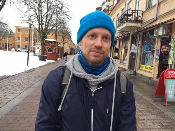 Ranstabon Erik Hamrin är positiv till den nya lagen. Han menar att fokus skall vara på vägbanan och inte på Facebook när man är ute och kör bil.
