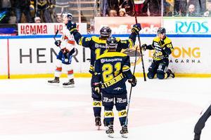 Anton Bengtsson har gjort 4-2 i tomt mål.