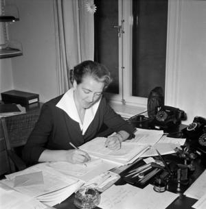 Agda Rössel som Yrkeskvinnors Samarbetsförbunds ordförande 1950. Foto: Jan Ehnemark, Svenska Dagbladet
