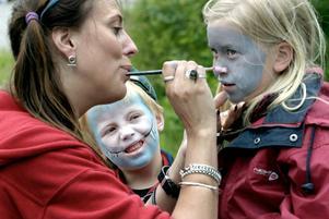 Under flera år har Petronella Englund jobbat åt Cirkus Elvira, bland annat med ansiktsmålning.