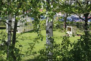 Mellan Nyblevägen och Ösmo centrum huserade tidigare Hallängens förskola. Här borde det byggas bostäder för äldre, anser Socialdemokraterna.