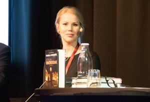 Hanna Lindberg, skriver deckare från Stockholms glamourvärld.