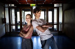 Lova Lindh och Elis Vestin är två av showens deltagare.