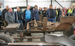 Det var många förundrade miner bland deltagarna när de fick se och höra om de objekt till bilar som Thomas Abrahamsson arbetar med för att bevara till eftervärlden.
