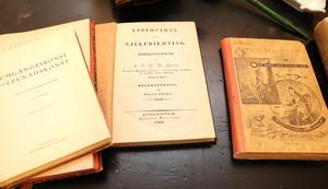 Böcker som ger råd och vägledning åt mannen.