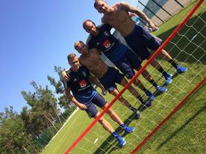 Fotbollstennis som omväxling på en av de lite lugnare dagarna under VM-lägret.