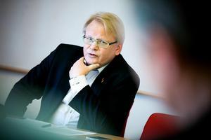 Försvarsminister Peter Hultqvist (S) utesluter inte nyval.