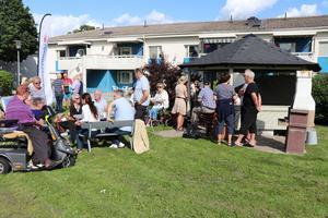 På mötet samlades de boende i Västhaga för att diskutera Öbos renovering och hur en eventuell protest kunde genomföras.