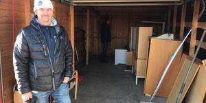 Anders Persson, fastighetschef på Härjegårdar, var med när fastighetsbolaget tömde garaget till förmån för välgörenhet.