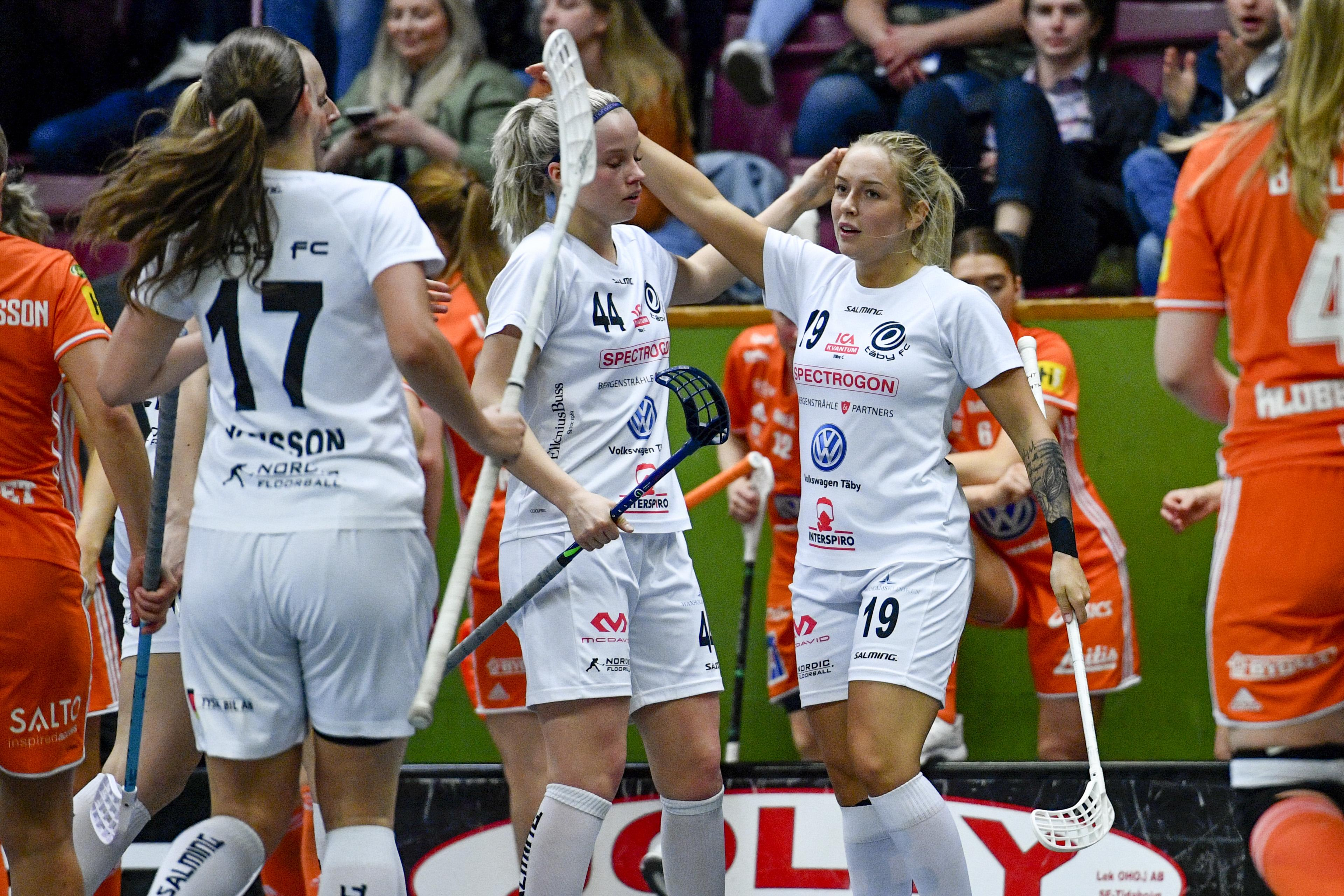 Linnea Wiregård jublar efter ett mål mot Iksu i semifinalen. Bild: Erik Simander/TT.