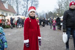 Vendela Kettunen Svedberg, 10 år, hade klätt upp sig som en tomtenisse dagen till ära.