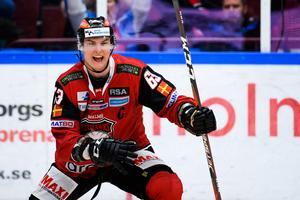 Malmö Redhawks lagkapten Fredrik Händemark, fostrad i Björbo, jublar i en slutspelsmatch mot Frölunda i våras. Foto: Petter Arvidson/Bildbyrån.