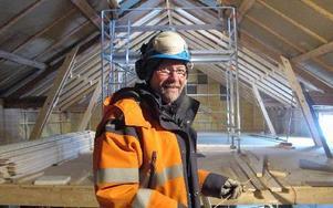 """Per-Erik Bergman leder arbetet att bygga """"Nya Pärlan"""". Lite kyrklig form blir det också. FOTO: ROLLE ENGVALL"""