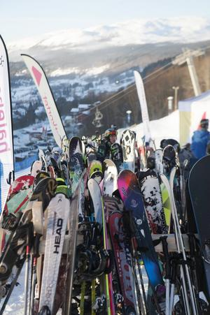 Studentkortet och sponsorer ordnar olika tävlingar och evenemang i anknytning till eventbyn.