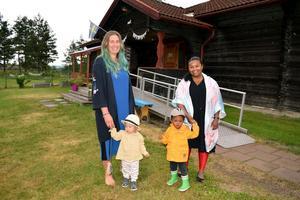 Här, i Stuggu, hoppas föräldrakooperativet, hör representerat av Frida Davidsson och Paola Ryttar, kunna öppna förskola i början av augusti.