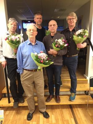 Veteranmedaljörer, från vänster Leif Lindman, Ulf Riddarström, Benny Bjur, Bo Stanley och Leif Ernstsson. En av bronsmedaljörerna, Krister Berg, saknas på bilden.  Foto: Jan Murman