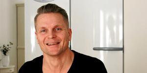 Thomas Nygren bor med sin familj i Stigslund men arbetar som universitetslektor i didaktik i Uppsala. Han har tillsammans med en forskargrupp studerat runt 10 000 högstadie- och gymnasieelevers digitala nyhetsflöden.