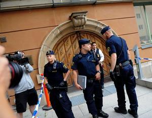 Det var ett stort säkerhetspådrag vid Stockholms tingsrätt när rättegången inleddes. Foto Jonas Ekströmer / SCANPIX